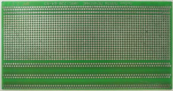 ДМП7424.  Двусторонняя макетная плата с металлизацией отверстий, стеклотекстолит, шаг отверстий = 2,54мм.